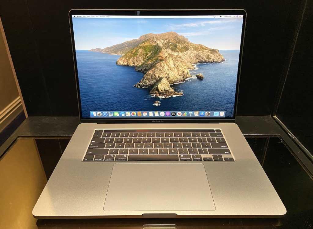 16in macbook pro 1st look