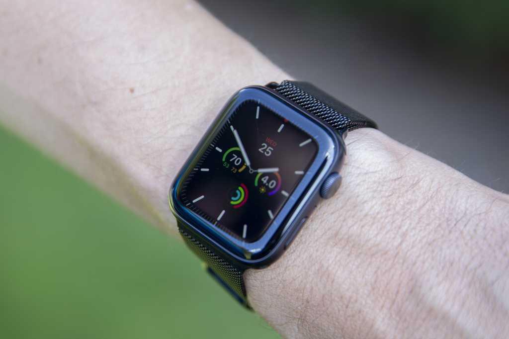 apple watch series 5 wearing