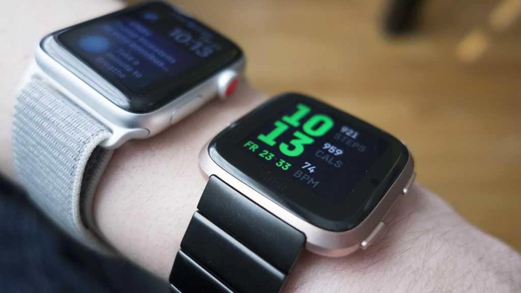 fitbit versa vs apple watch2