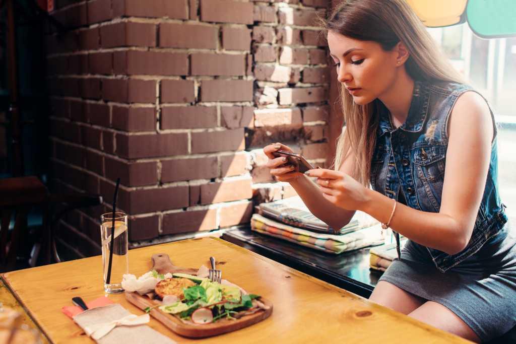 woman iphone food