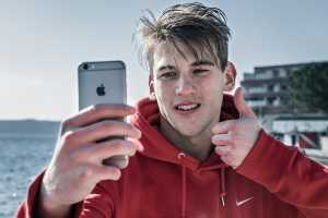 9 iPhone apps for better-looking selfies