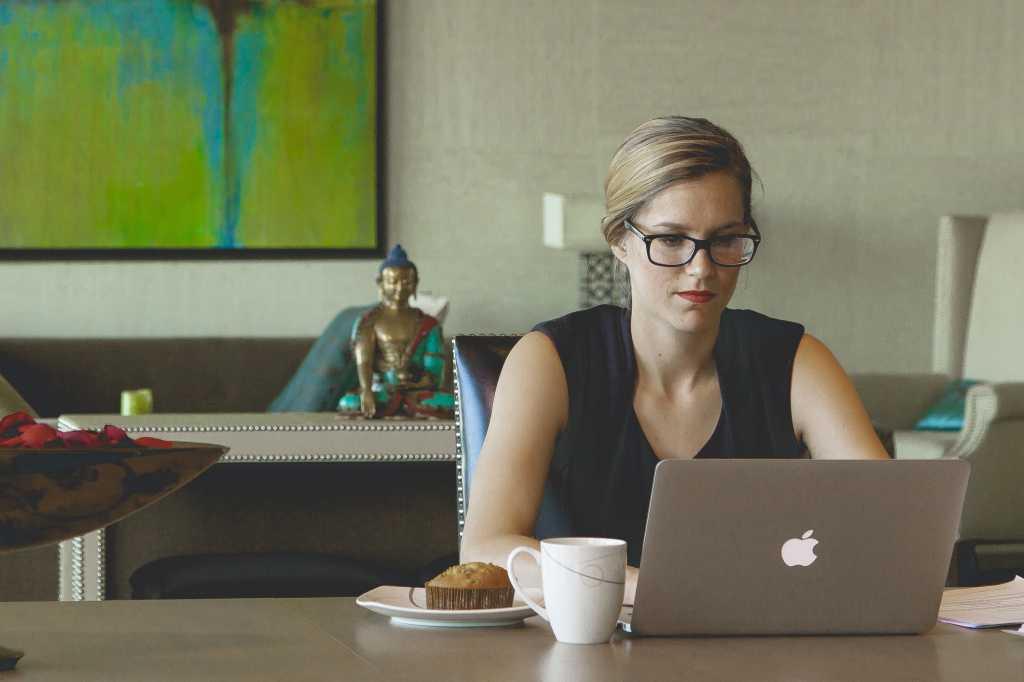 mac laptop coffee shop