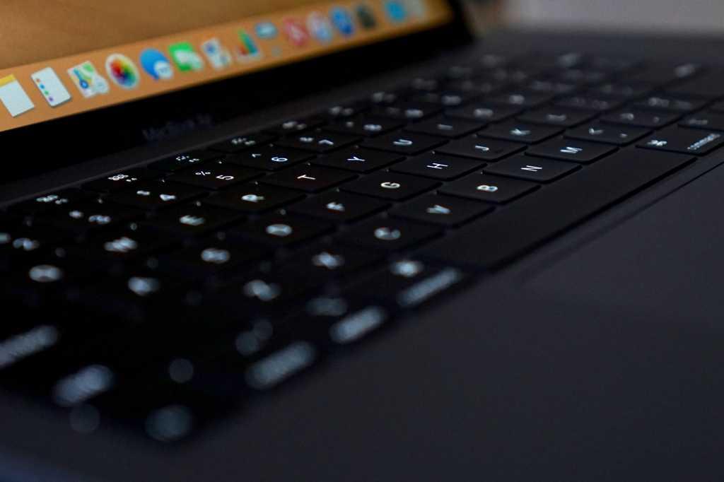 macbook air 2018 backlight