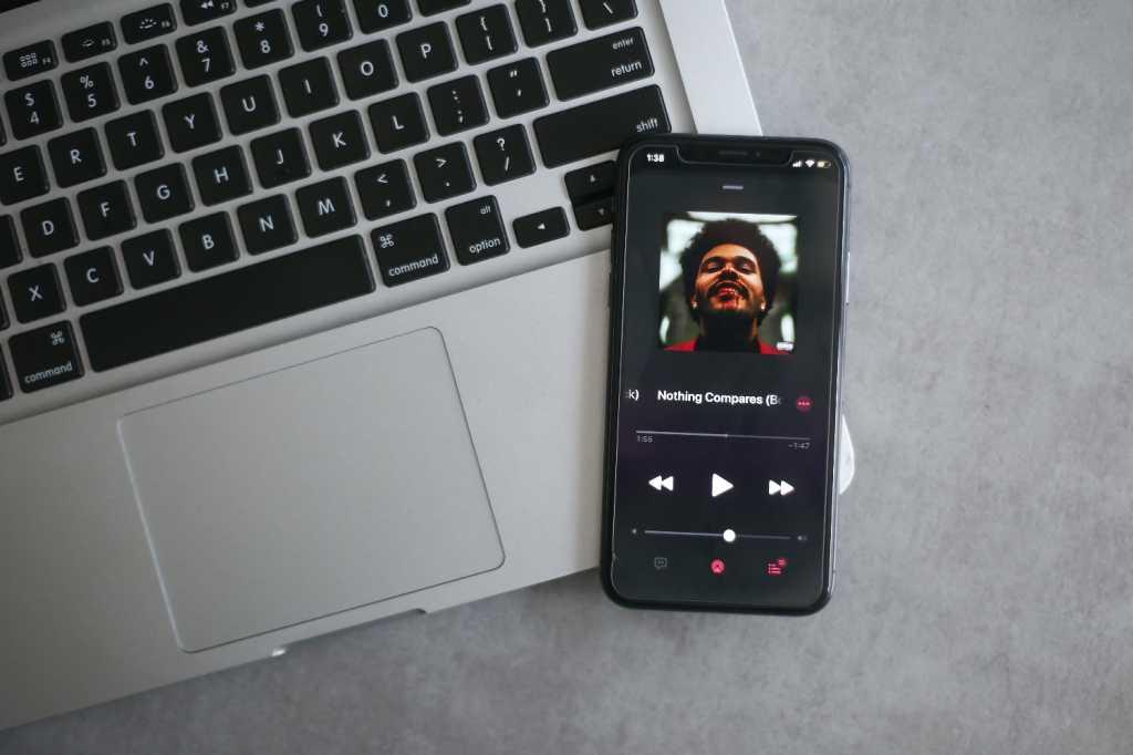 macbook iPhone Apple Music