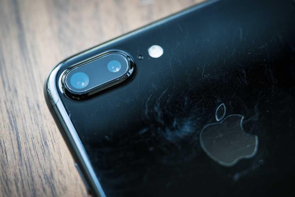 Apple iPhone 7 Plus camera close up