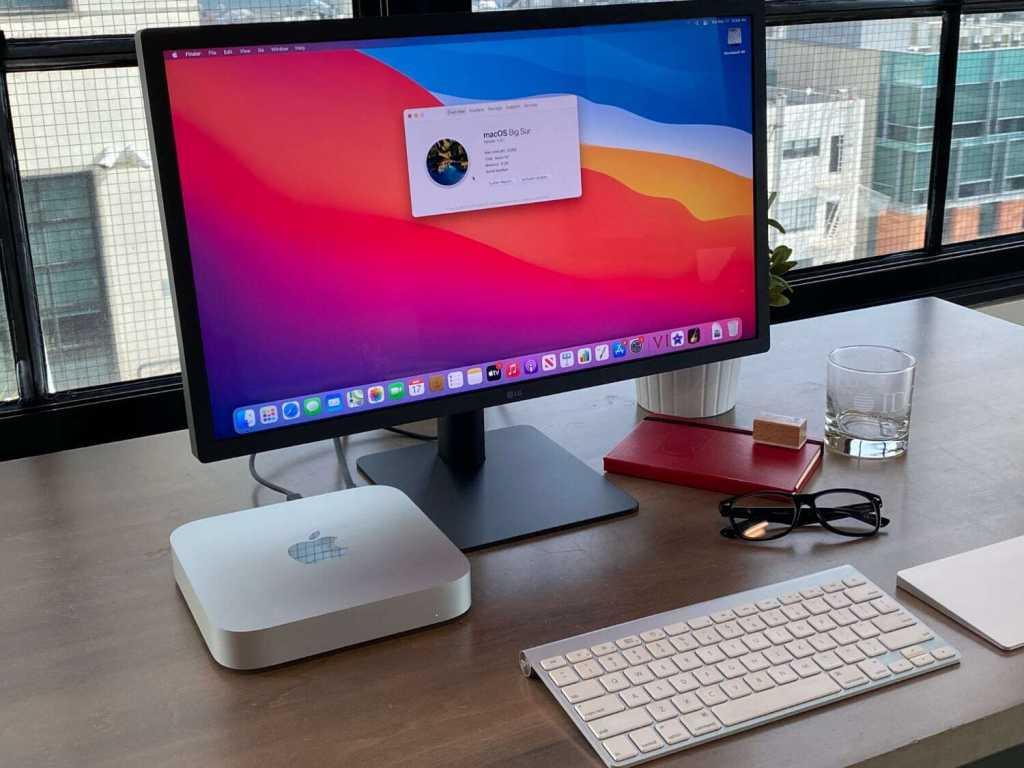 m1 mac mini desk